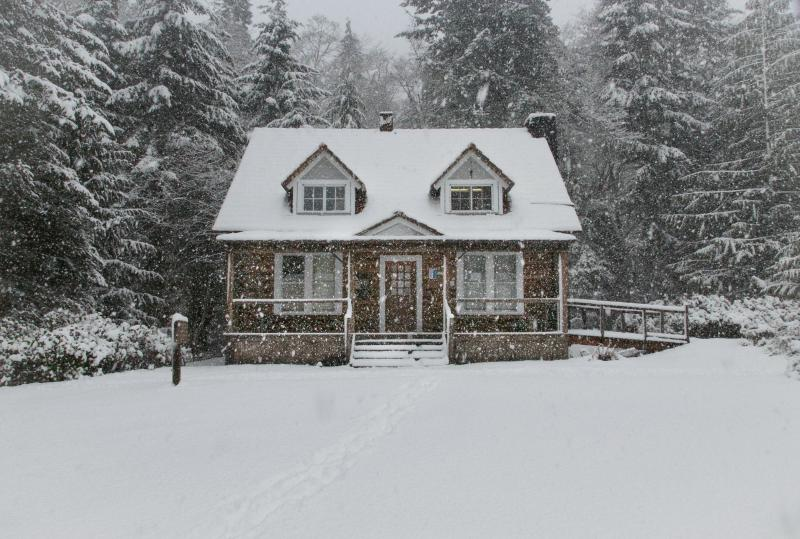Home Safety And Comfort Tips To Consider BEFORE You Travel This Season